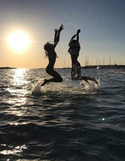vacaciones en barco Ibiza. Alquiler de barcos veleros y Lanchas por Ibiza y Formentera